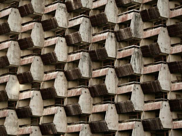 Конструкцию можно сравнить с пчелиным ульем, а балконы - с сотами / Фото: yandex.com