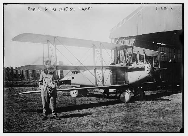 File:Roland Rohlfs on September 18, 1919 beside the Curtiss 18T-2 Wasp, US  Navy BuNo A-3325 in which he set an altitude record.jpg - Wikimedia Commons