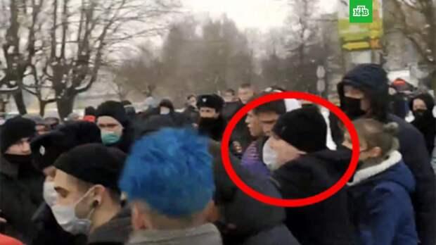 Жителя Брянска оштрафовали на 160 тыс. рублей за нападение на полицейского