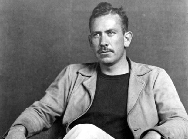 """Джон Стейнбек, автор романов """"К востоку от Рая"""", """"Гроздья гнева"""", """"О мышах и людях"""". Писал о тяжелой жизни простых американцев."""