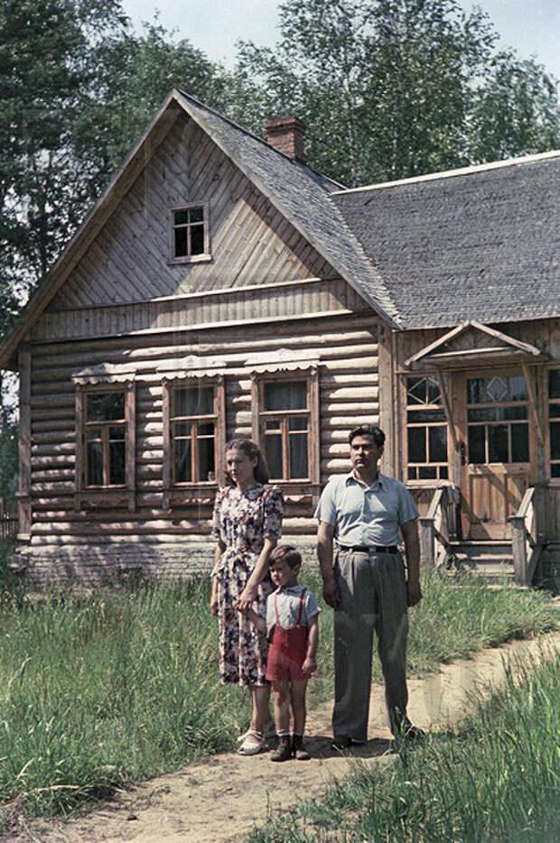 Легендарный Маресьев с семьёй. Начало 1950-х