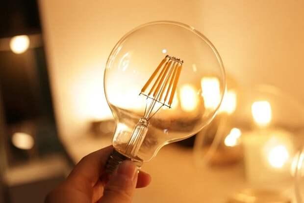 Ученые изобрели способ прослушивания на расстоянии через лампочку