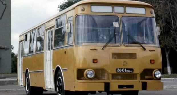 Знаменитый советский автобус — ЛиАЗ-677