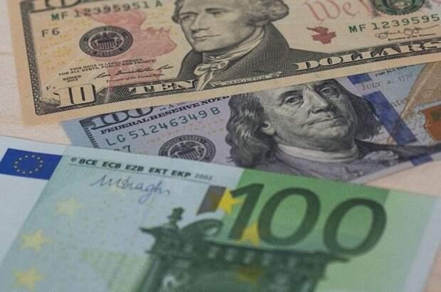 В РФ создадут стимулы для перехода валютной ликвидности из доллара в евро