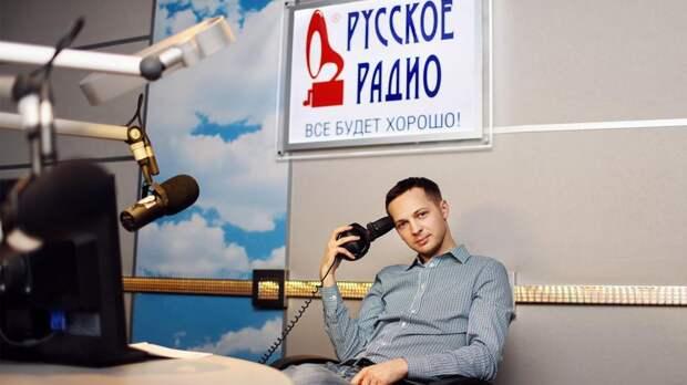 «Радио навсегда»: ведущий Денис Чижов о мифах, уникальности профессии и вечности СМИ