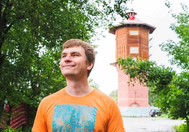 Человек в высокой башне. Житель Томска выкупил сооружение РЖД, пережил в нём пожар и не собирается съезжать