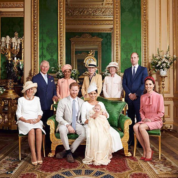 Меган Маркл и принц Гарри с сыном Арчи и королевской семьей