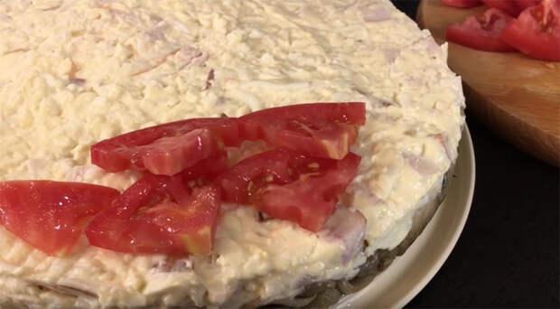 Салат-пирог в центр стола: вкусноту съедают за минуты
