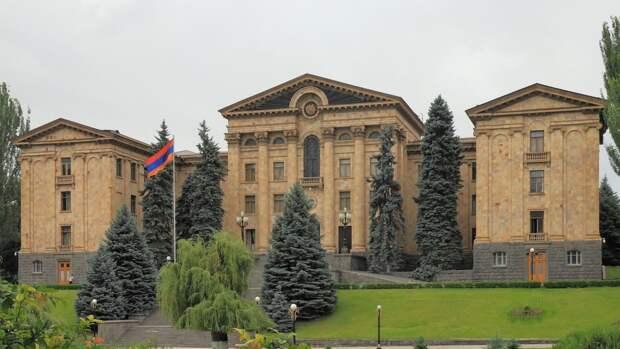 Экс-президент Армении планирует участвовать в парламентских выборах