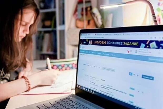 Власти Петербурга просят родителей проголосовать за коронавирусные ограничения в школах