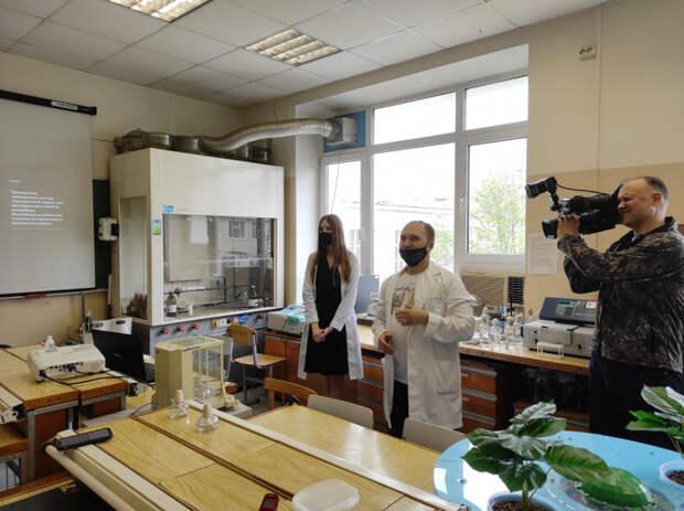 В КубГУ прошел научный пресс-тур: картины из бактерий, беспилотники с лазерным сканером, обучение нейросети, замена гербицидам