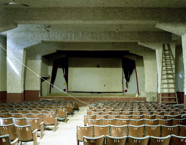 Фотограф ездит по миру и показывает, как завораживающе выглядят старые кинотеатры