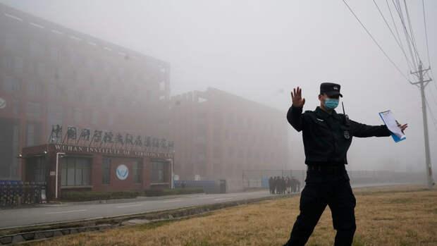 """Спецслужбы США получили данные о тысячах вирусов из """"коронавирусной"""" лаборатории в КНР"""