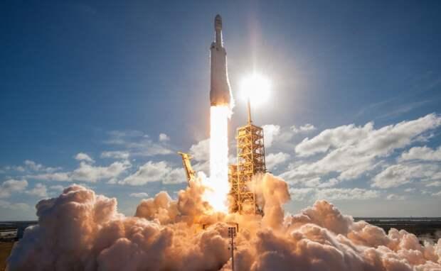 Ракета Falcon Heavy доставит ровер NASA на Луну