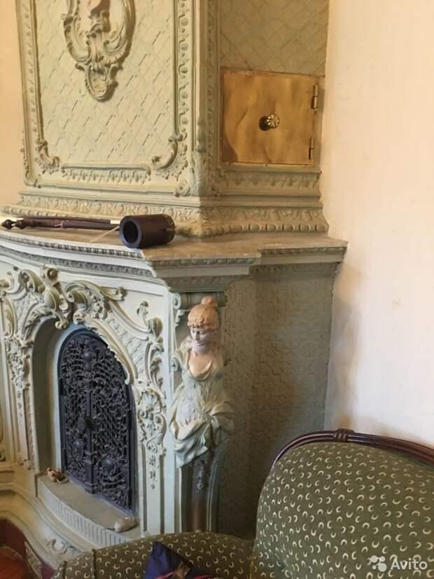 Старинную печь из петербургской квартиры продают под разборку на «Авито». Она не охраняется