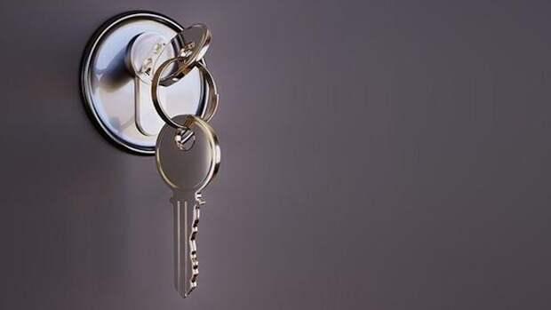 Эксперт по недвижимости Коркка сообщила, что воров привлекают висящие на ручках дверей флаеры
