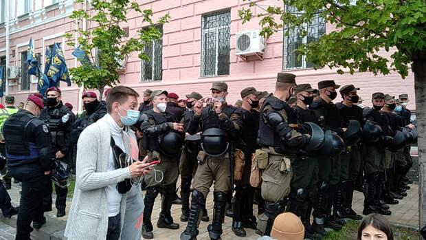 Украинский блогер поднял на смех испугавшегося Медведчука прокурора
