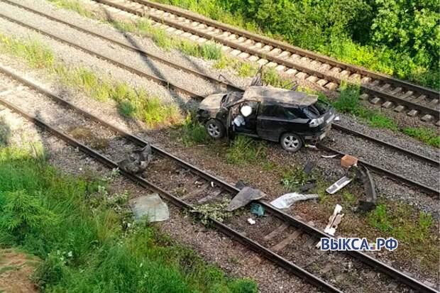 Автомобиль вылетел с моста на железнодорожные пути в Выксунском районе