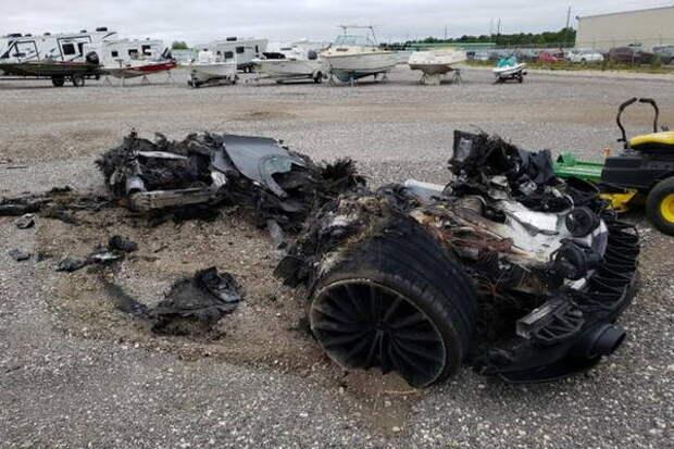 В США с аукциона продадут сожженный дотла McLaren GT