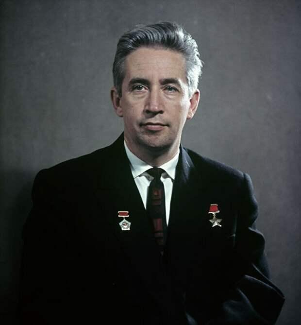 Единственный советский космонавт, не бывший членом КПСС: Константин Феоктистов