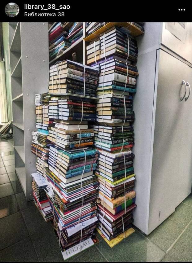 Фото дня: книжные горы в библиотеке на Дмитровке