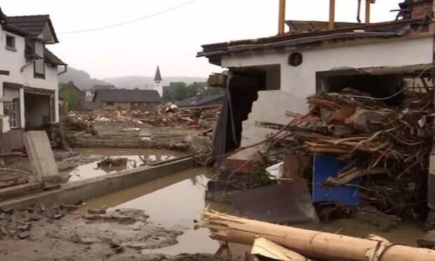 Немецкие политики не брезгуют зарабатывать политические очки на фоне десятков погибших в наводнении
