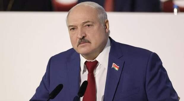 Лукашенко призвал переходить на кнопочные телефоны