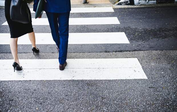 Новый пешеходный переход в Ижевске, упрощенная схема получения автомобильных номеров и неприличный китайский тренд: что произошло минувшей ночью
