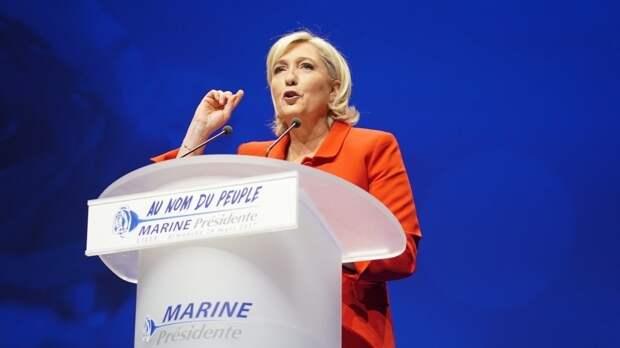 Ле Пен подозревают в создании мошеннической схемы в Европарламенте