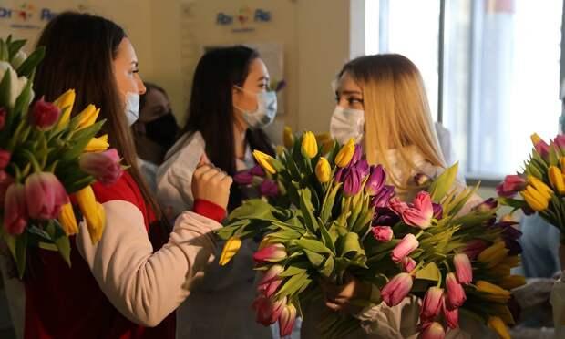 Как политические партии поздравили женщин с 8 марта