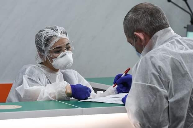 Российским медикам могут продлить выплату коронавирусных надбавок
