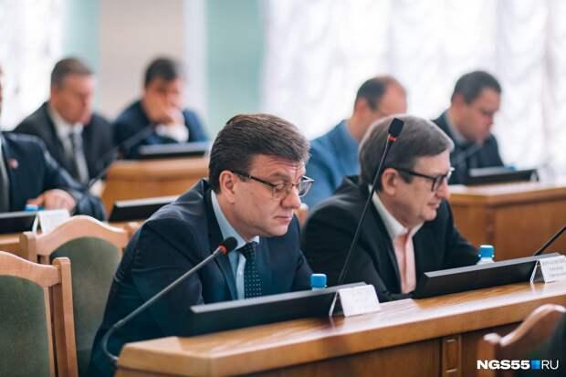 В Омской области второй день ищут пропавшего в лесу министра
