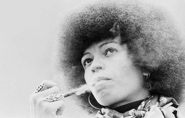 Анджела Дэвис: от чернокожей правозащитницы популярной в СССР до лесбиянки