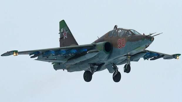 Видео полета штурмовиков Су-25БМ над Красной площадью появилось в Сети