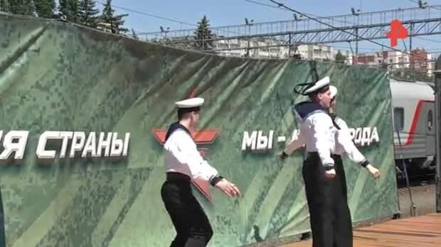 """Поезд """"Мы — армия страны! Мы — армия народа!"""" прибыл в Саратов"""