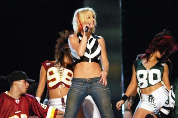 Бритни Спирс на шоу NFL