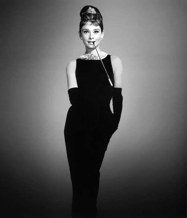 """Черное платье Одри Хепберн из фильма """"Завтрак у """"Тиффани""""."""