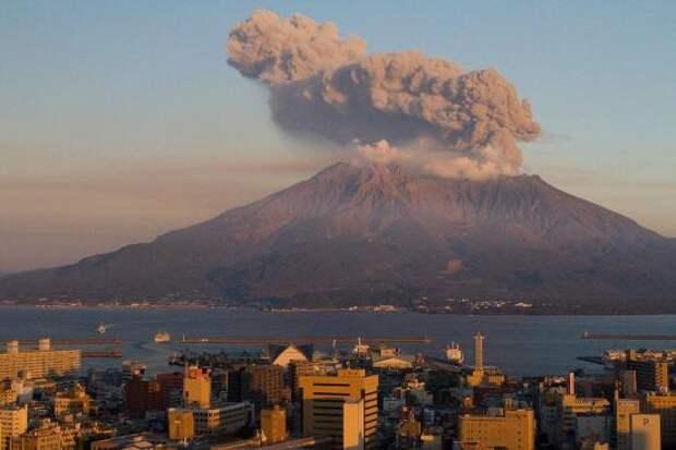 Действующий вулкан Сакурадзима.