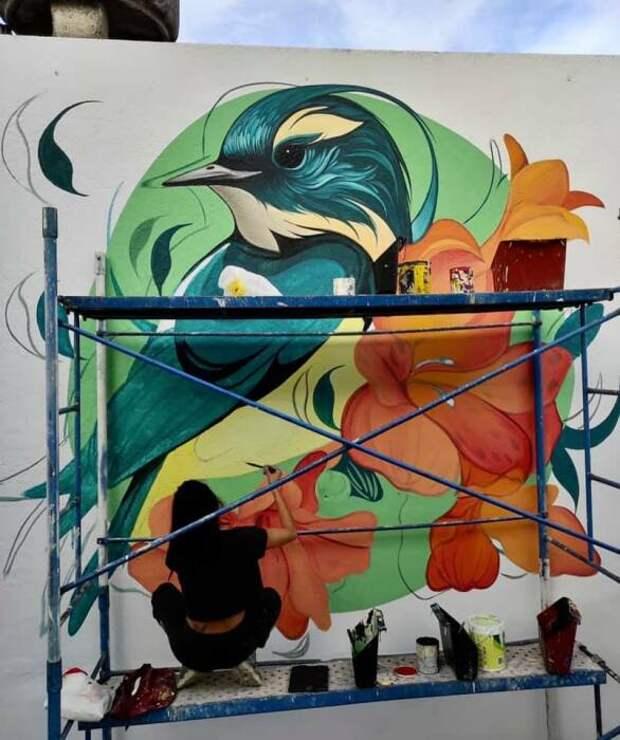Часто идеи по поводу цвета и композиции приходят прямо во время работы.