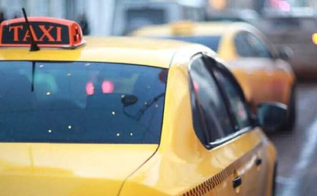 В Петербурге за неделю у таксистов-нелегалов изъяли 132 автомобиля