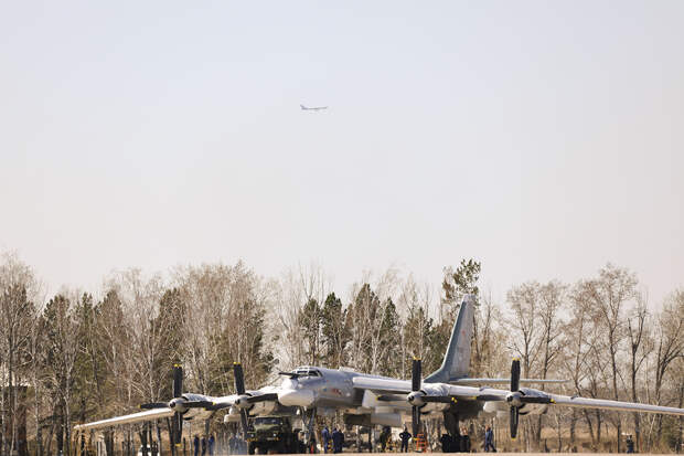 Молодые летчики дальней авиации приступили  к самостоятельным полетам на самолетах Ту-95мс