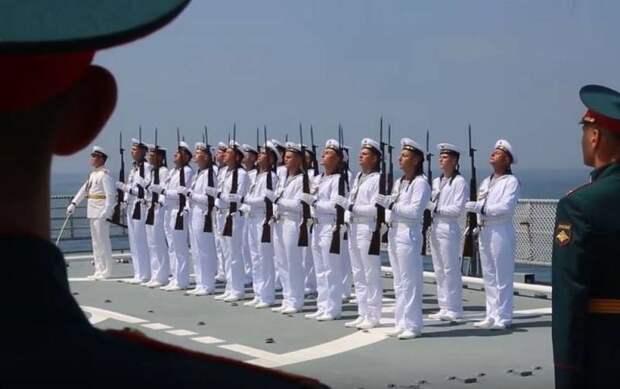 Арабские СМИ: Россия неспроста провела военный парад в сирийском Тартусе