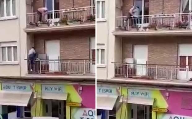 Мужчина забрался на здание и спас соседку, которая могла упасть с балкона