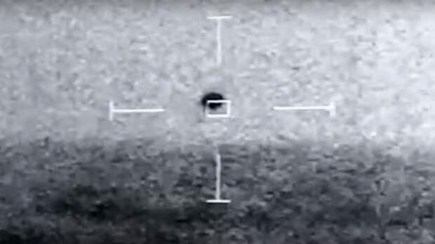 Упавший в океан на глазах у американских моряков загадочный НЛО сняли на видео