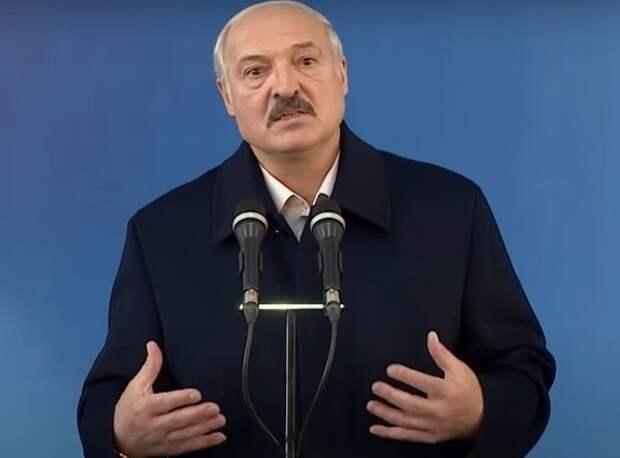 Лукашенко: на борту был террорист, самолет сел сам, истребитель был для связи и дорогу показать