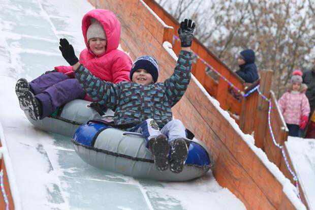 Зимние каникулы продлят для московских школьников из-за пандемии