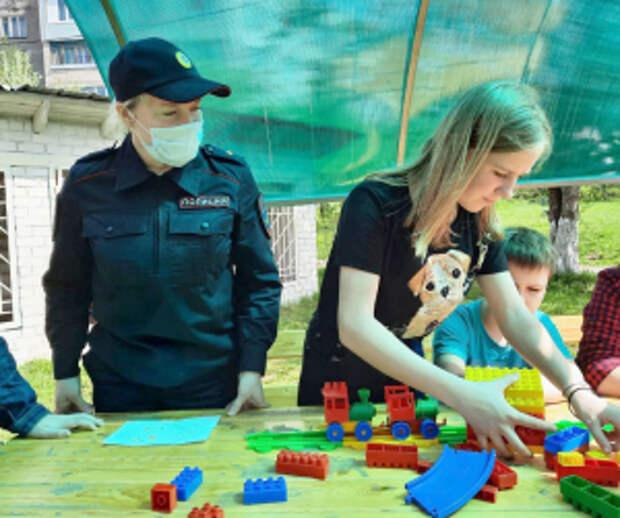 В Вологодской области для воспитанников Центра помощи детям сотрудники транспортной полиции организовали профилактическую акцию «Безопасное лето»