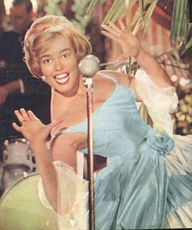 Красотка из 60-ых Ханнелор Ауэр