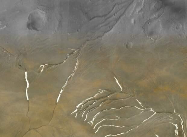 Ученые: Марс был покрыт ледниками, а не реками