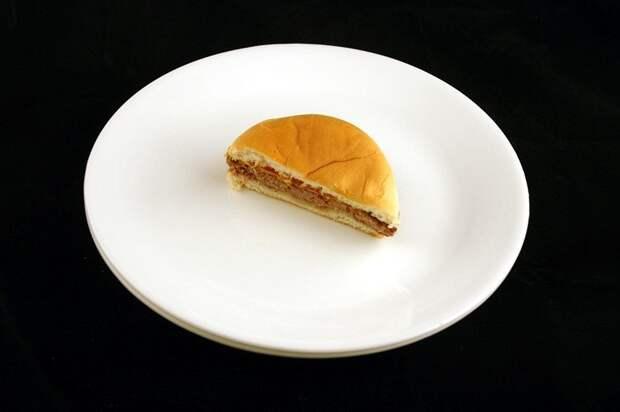 Чизбургер (75 грамм = 200 калорий):